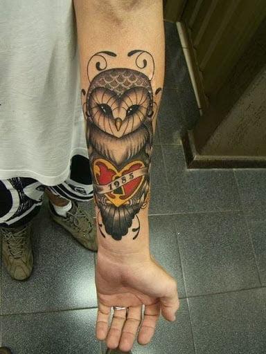 Xăm hình cú mèo ở cổ tay đặc sắc