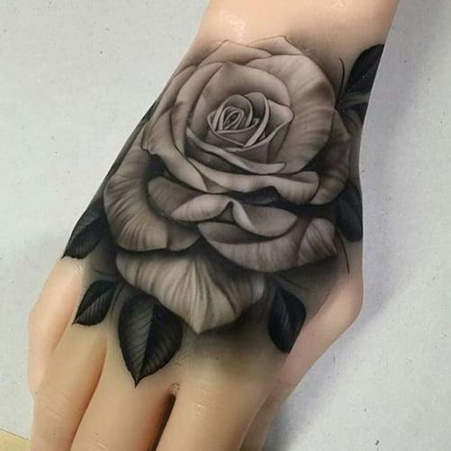 Xăm hoa hồng trắng đen cực đẹp ở mu bàntay
