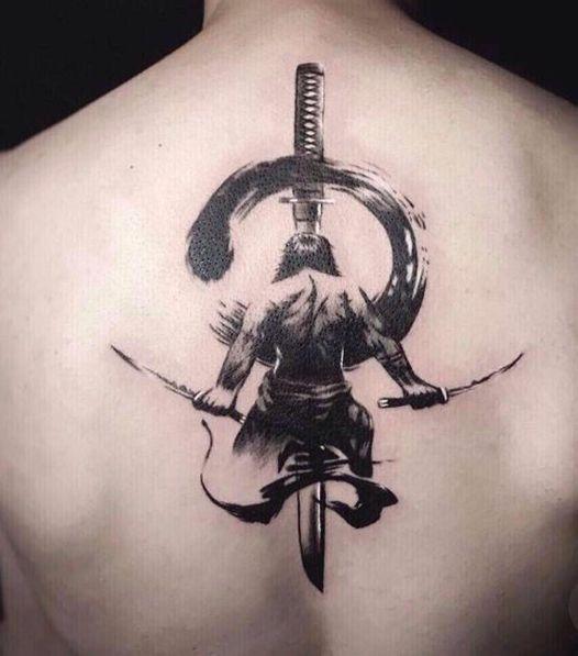 Xăm samurai mini ở lưng tuyệt đẹp