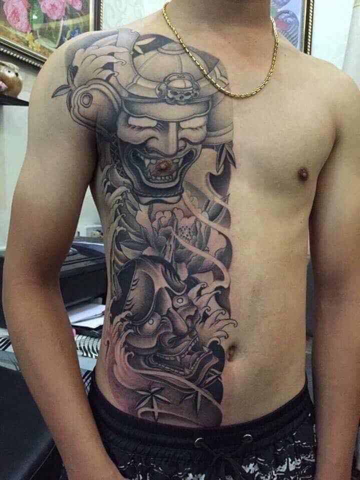 Xăm tattoo nửa người độc đáo cho nam