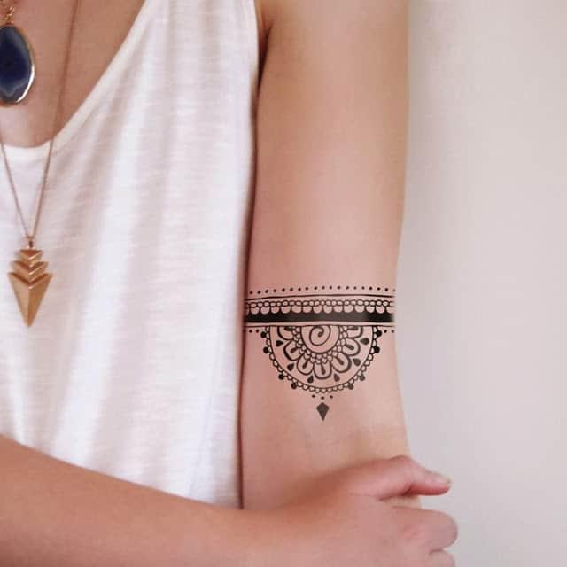 Xăm tattoo vòng tròn bắp tay cho nữ