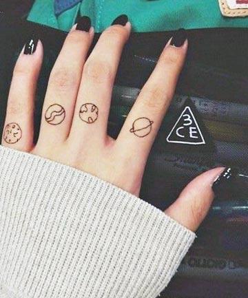 Xăm vòng tròn đơn giản ở ngón tay