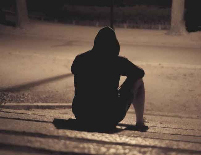 ảnh con trai buồn cô đơn