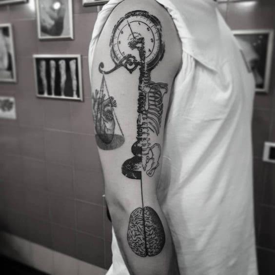 kiểu hình tattoo hài bá đạo trên cánh tay nam