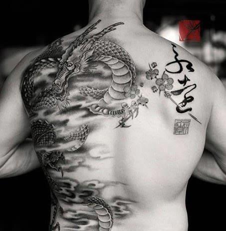 mẫu tattoo hình con rồng nửa lưng chất và ấn tượng