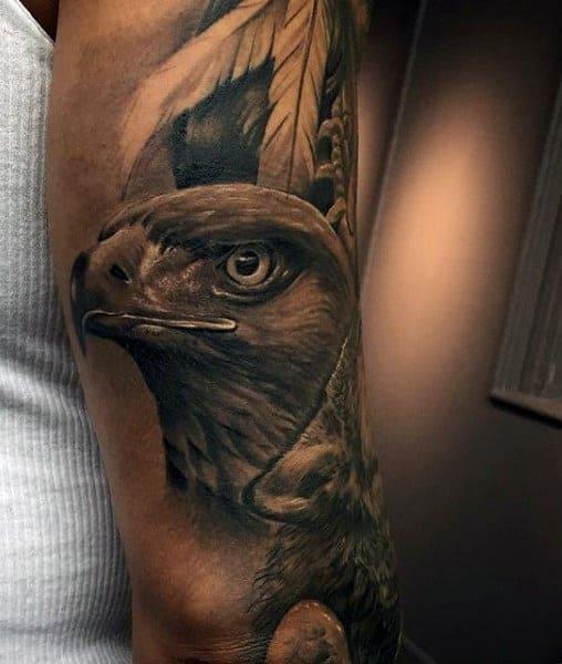 mẫu tattoo hình đầu chim đại bàng trên tay