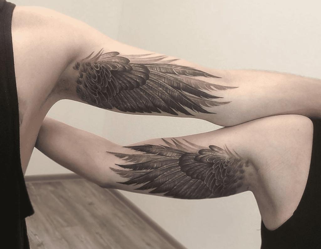 mẫu xăm đôi cánh ở bắp tay trong cho cặp đôi