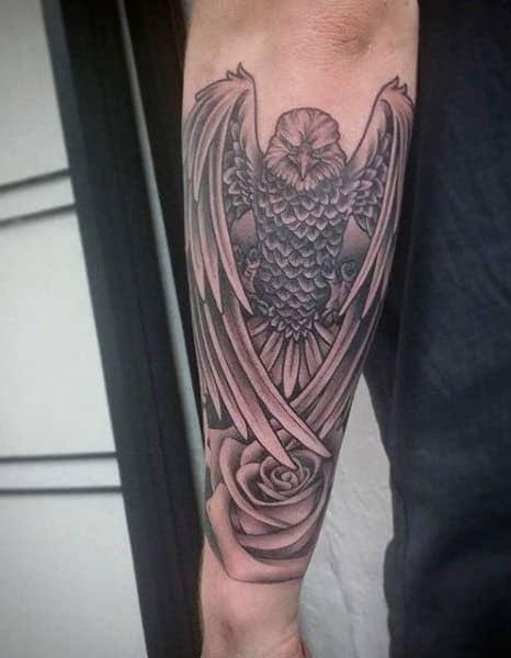 tattoo hình con chim đại bàng hung dữ ở trên cánh tay