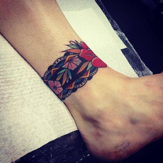 tattoo old school mini ở cổ chân