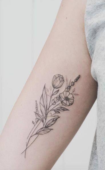 xăm bông hoa trên bắp tay trong của nữ