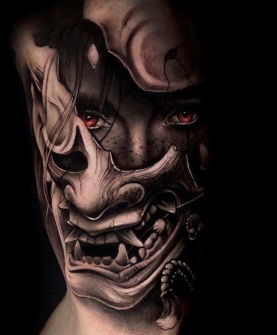 xăm mặt quỷ ở bắp tay trong