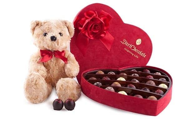 Hình Ảnh Quà Socola Và Gấu Bông Valentine Lãng Mạn