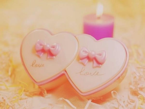 Hình trái tim và nến cực lãng mạn và đầy ấm áp cho valentine