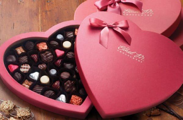Hình valentine đáng yêu với socola ngọt ngào