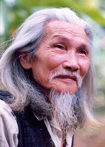 Chân dung nhà thơ Hữu Loan